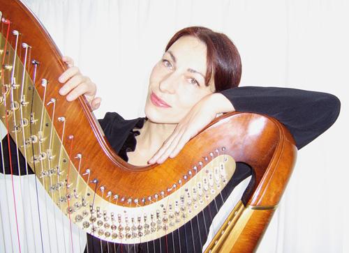 Vida Izadi - Foto mit Harfe